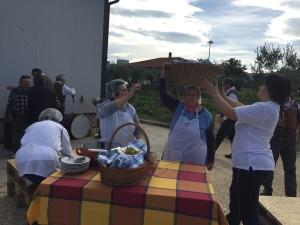 L'arrivo del pranzo direttamente nei campi